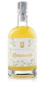 Il limoncello di Liquori di Tivoli è realizzato con estratti totalmente naturali di limone e scorze, il più tipico dei frutti mediterranei.